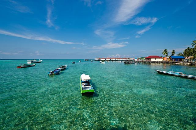 http://indonesia-tourism.com/blog/wp-content/uploads/2010/07/6275959040_fbd7dbc414_z.jpg
