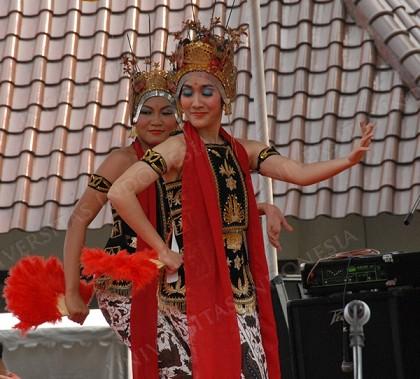 The Elegant Jangget Dance From Lampung