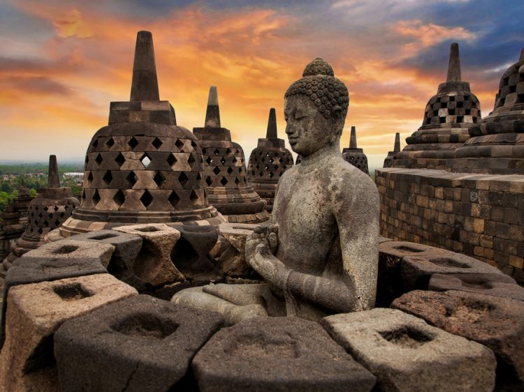 Borobudur: The Biggest Buddhist Temple Visited by Millions of Tourists – Visit Indonesia – The Most Beautiful Archipelago in The World
