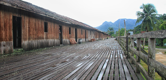west-borneo-longhouse-Rumah-Bertang-kampung-saham