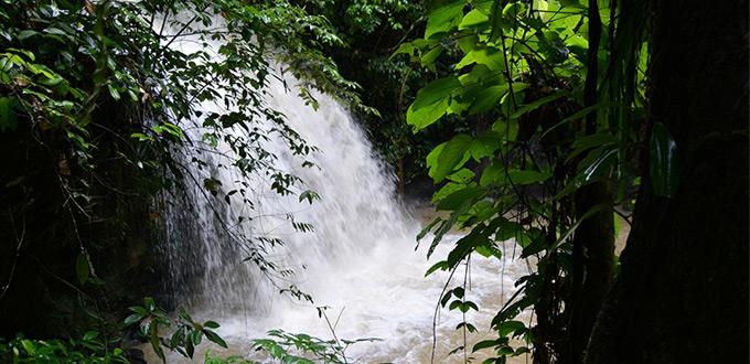 tour-mahakam-river,-Ombau-Asa-waterfall