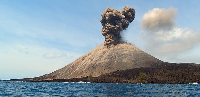 krakatau-volcano-tour