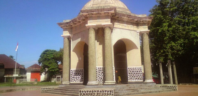 Monumen-Thomas-Parr-bengkulu