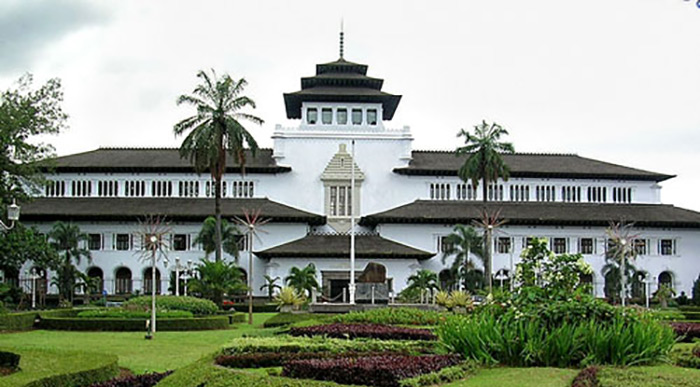 bandung indonesia Bandung is indonesia's third-largest city but lies close enough to jakarta and  offers cooler weather bandung features a large collection of dutch colonial.