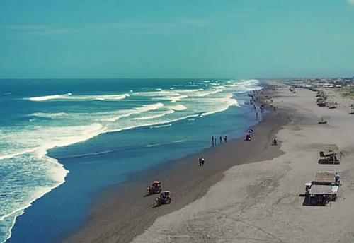 km selatan Kota Jogja dan mudah dicapai dengan transportasi umum yang beroperasi hingga p Beaches in Bali; The Shouthen Coast Parangtritis