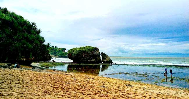 Sepanjang Beach Tourism